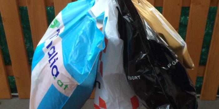 Der Handel verbannt die Plastiksackerl