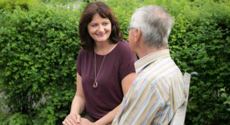 Salzburger Jungunternehmerin startet in Altenpflege