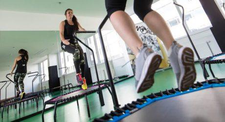Das Trampolin hält Frauen fit