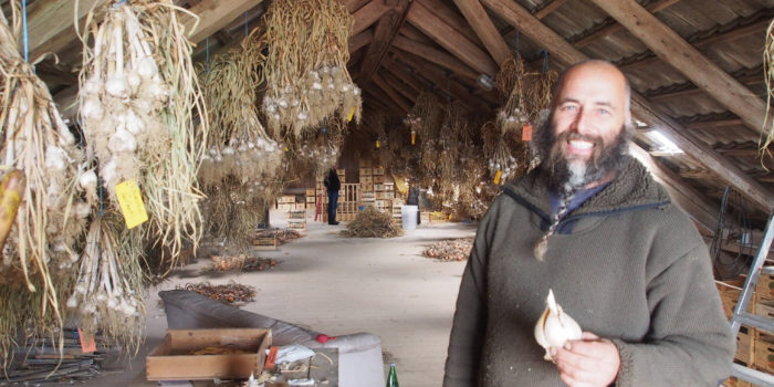 Zu Besuch bei Knoblauchbauer Wolfgang Mayr