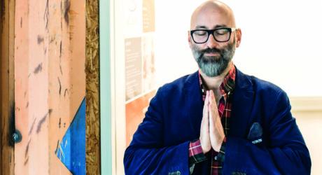 Meditation im Trend: Auch Herr Hutter horcht in sich hinein
