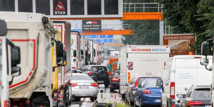 34 Millionen Fahrzeuge donnern an Liefering vorbei