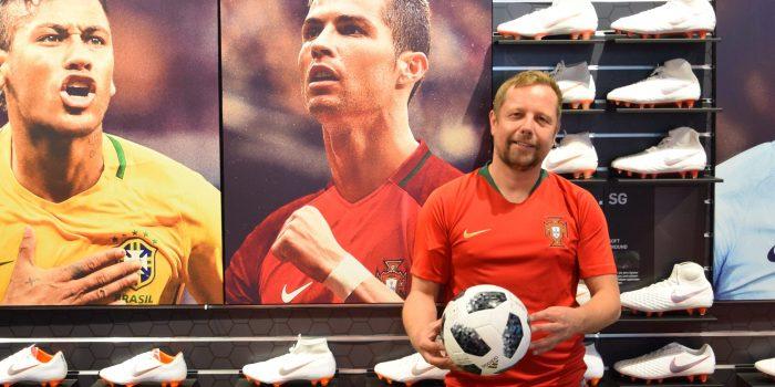 Im WM-Fieber: Schuhe tragen wie Ronaldo