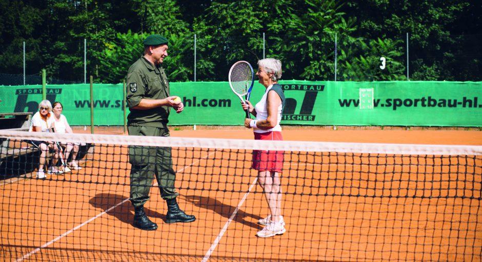Mit Passierschein zum Tennis