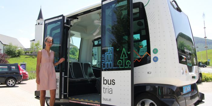 Verkehr der Zukunft: Fahrerlose Busse und Autos