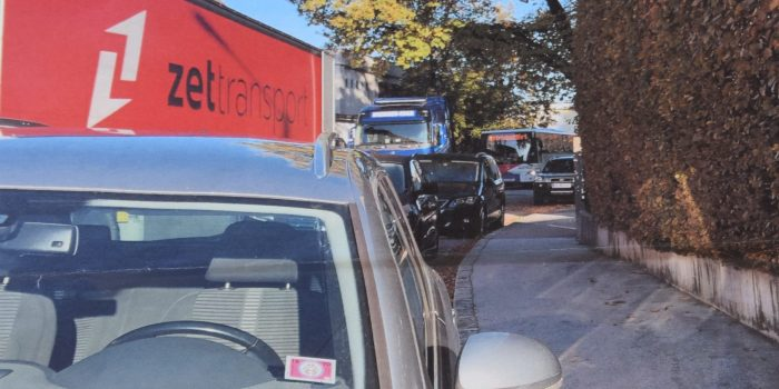 Schwerverkehr im Wohnviertel